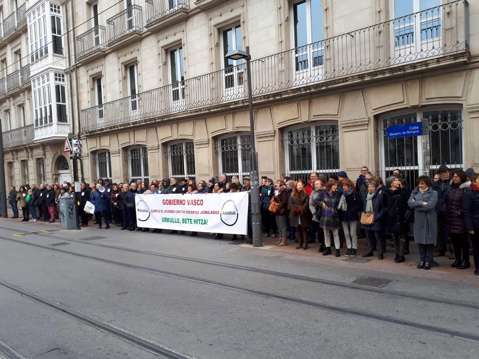 Concentración en el Parlamento Vasco 11/12/2018